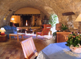 Provence Holiday stay property Exterior shot - Visit The Main House - La Colle - Luberon Forcalquier South of France